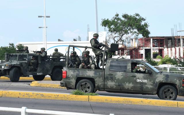 Cártel de Sinaloa duplicaba a soldados durante ataque en Culiacán, aseguran presuntos militares - Foto de EFE