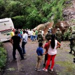 Lluvias provocan deslave de rocas en carretera de Puerto Vallarta