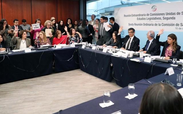 Comisión del Senado aprueba reforma para etiquetado de alimentos - Discusión en la Comisión de Salud del Senado. Foto de @senadomexicano