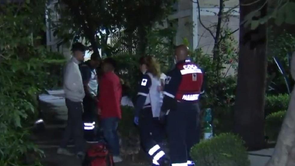 Adolescente en Azcapotzalco salva a su familia de intoxicación de gas - Familia desalojada de su departamento por fuga de gas. Captura de pantalla / Noticieros Televisa