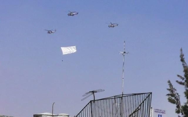 #Video Helicópteros y aviones de la Fuerza Aérea con bandera blanca ensayan por el GP de México