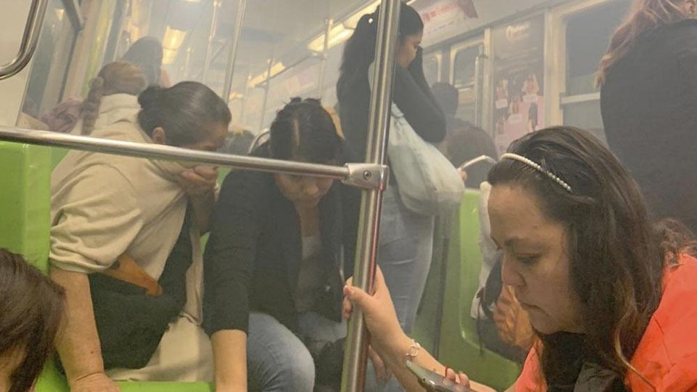 #Video Falla eléctrica provoca caos en Línea 1 del Metro - humo metro merced linea 1