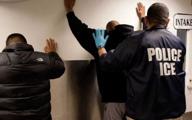 """Consulado mexicano pide """"investigación minuciosa"""" en incidente con migrante en NY - ICE oficiales Estados Unidos Migración"""