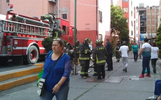 Incendio en alcaldía Cuauhtémoc deja dos lesionados - Foto de Twitter: @CarlosTejedaA