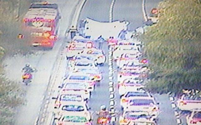 Salen taxistas de Indios Verdes rumbo al Ángel de la Independencia - Foto de @OVIALCDMX