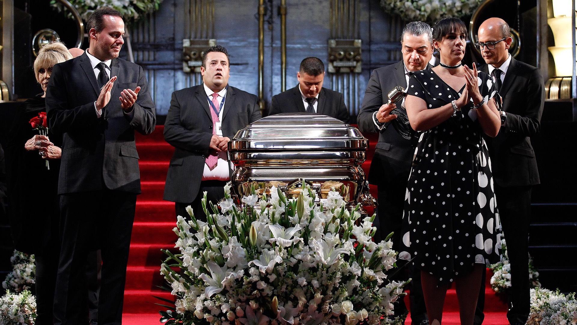 Resultado de imagen para Fotos México rinde homenaje a José José en Bellas Artes