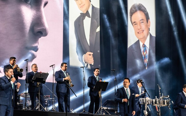 Miles recuerdan a José José en homenaje en el Zócalo - José José Homenaje Zócalo