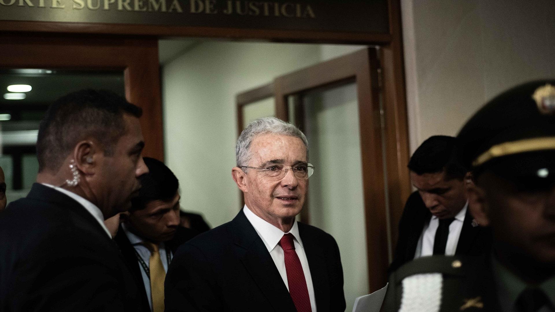 Llegada del expresidente colombiano a la Corte Suprema de Justicia. Foto de EFE