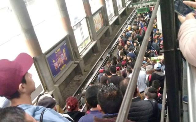 Metro implementa macha lenta por lluvia; provoca caos - lluvia metro