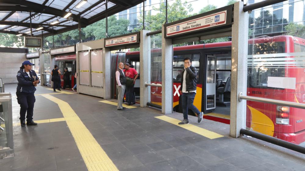 Metrobús cerrará estaciones por Desfile de Día de Muertos este sábado - Foto de Notimex