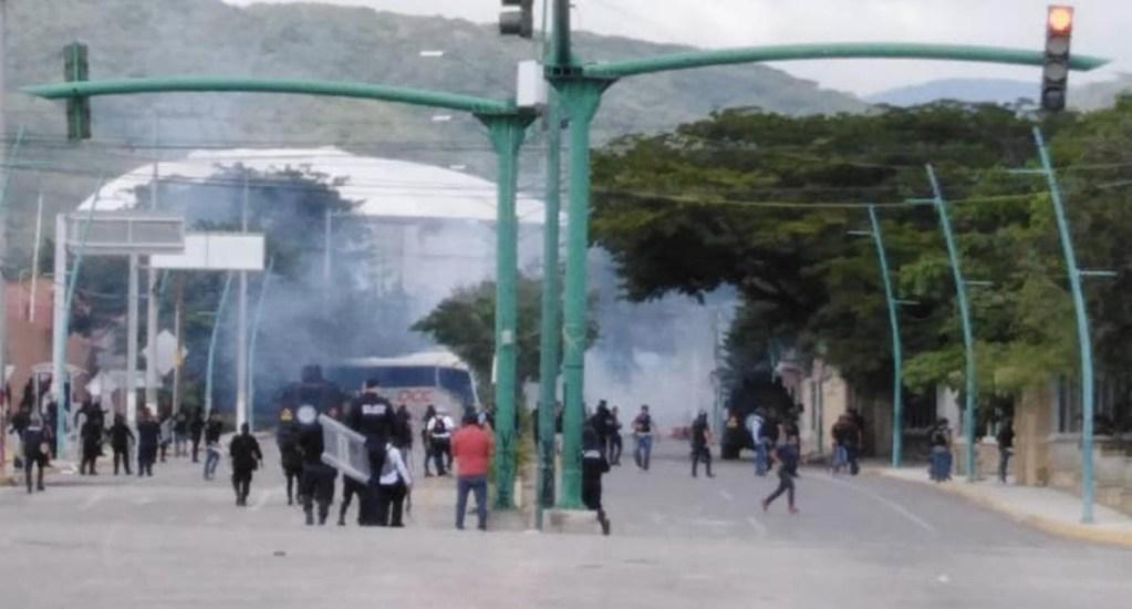 Normalistas enfrentan a policías en Tuxtla Gutiérrez - Normalistas Tuxtla Gutiérrez Chiapas