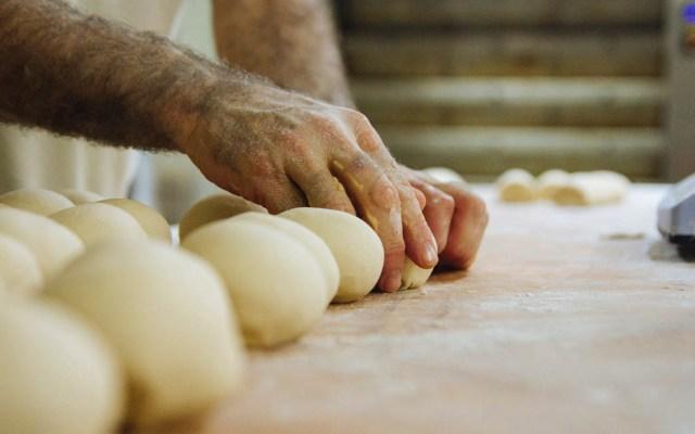 Aumenta el precio del pan y los combustibles en Argentina tras elecciones - pan panadero