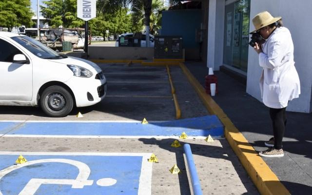México y EE.UU. tratarán tráfico de armas tras hechos violentos en Culiacán - Perito contabiliza casquillos percutidos durante enfrentamientos en Culiacán, Sinaloa. Foto de Notimex