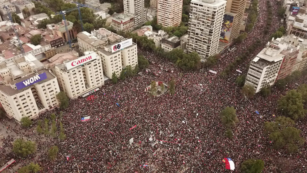 Piñera dice haber escuchado mensaje de 1.2 millones de chilenos en la calle - Foto de EFE