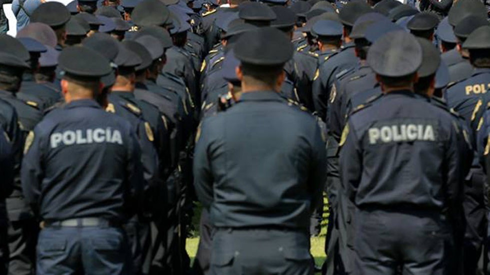 Roban pistolas y esposas a policías de la SCC y PDI de la CDMX - Policías de la Ciudad de México. Foto de @PoliciaCDMX