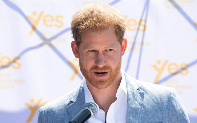 Príncipe Harry demanda a tabloides por espionaje telefónico - El príncipe Harry