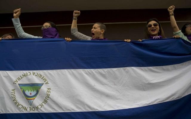 """Ortega debe """"saberse ir"""" por el bien de Nicaragua, dice exembajador en EE.UU. - Protesta contra Daniel Ortega, presidente de Nicaragua. Foto de EFE"""