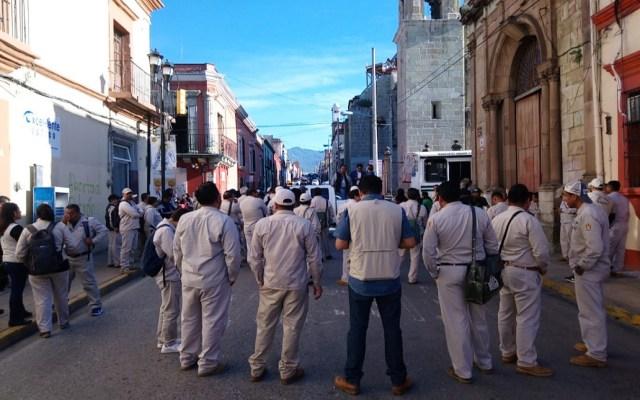 Trabajadores de Salud Oaxaca protestan por equipo contra el dengue - Protesta de la sección 73 del Programa Vectores de la SS Oaxaca. Foto de @Masnoticias0ax