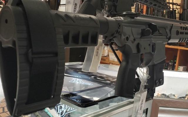 Virginia, en emergencia por protestas armamentistas - Rifle de asalto armas Estados Unidos armería
