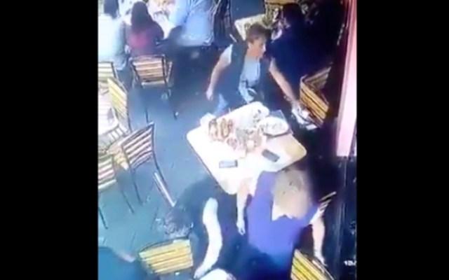 #Video Mujeres roban a comensales en restaurante del Centro Histórico - Robo a comensales