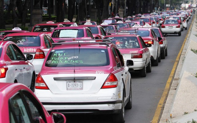 Taxistas piden intervención de AMLO para regular transporte - Taxistas CDMX. Foto de Notimex