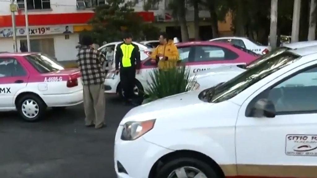 Taxistas parten de Calzada de Tlalpan al Ángel de la Independencia - Taxistas sobre Calzada de Tlalpan. Captura de pantalla / Noticieros Televisa