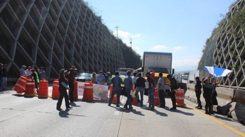 Tras cuatro horas de bloqueo, liberan manifestantes la México-Querétaro - Foto de puntoporpunto.mx.