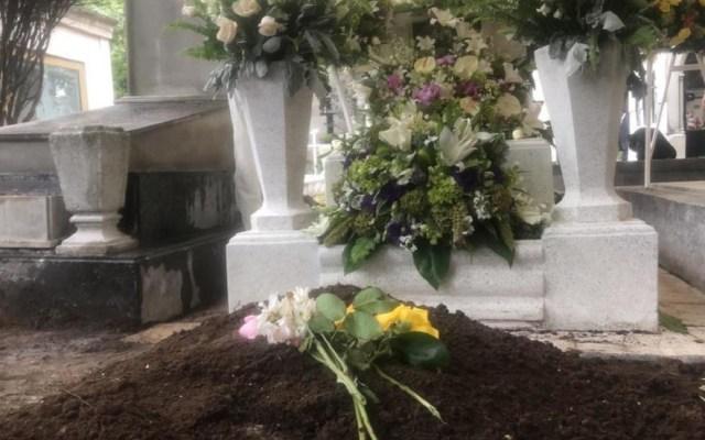 Fans visitan a José José en el Panteón Francés - Tumba de José José. Foto de Milenio