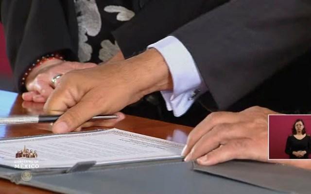 Firman Acuerdo por la Igualdad; López Obrador promete acabar con el machismo en la Administración Pública - amlo firma acuerdo igualdad