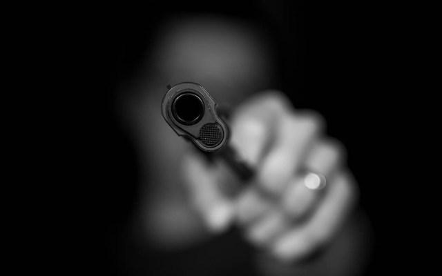 Detienen en GAM a tres presuntos ladrones de autos - A los detenidos se les encontró dos armas de fuego, una tipo pistola y un revólver, ambas calibre .22 con varios cartuchos útiles