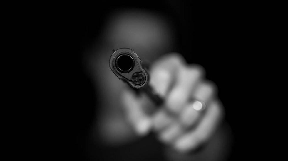 Capturan a asaltante de restaurante en la Condesa - A los detenidos se les encontró dos armas de fuego, una tipo pistola y un revólver, ambas calibre .22 con varios cartuchos útiles