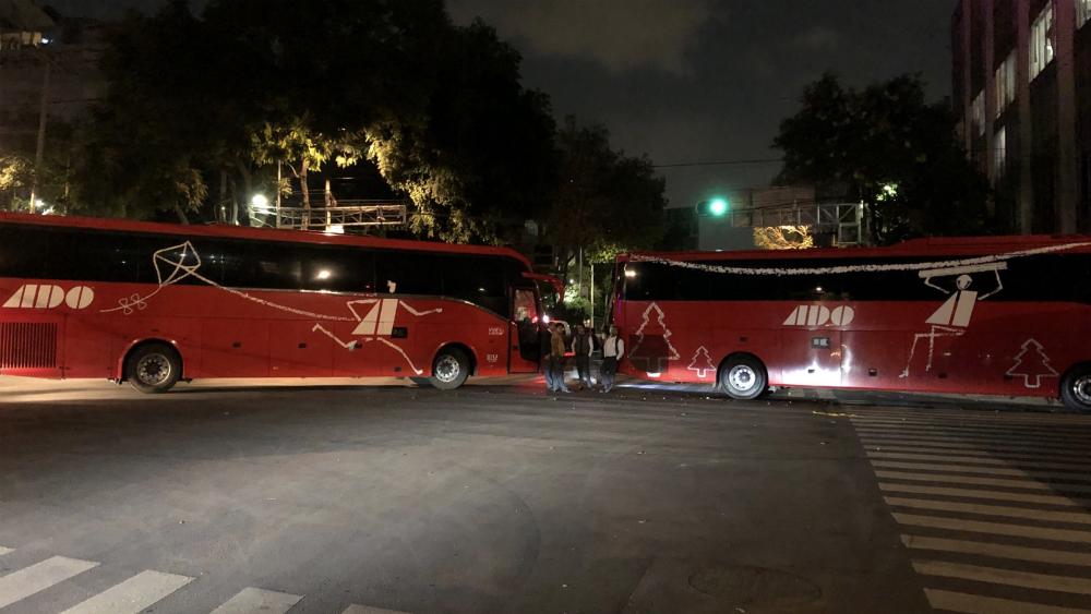 Liberan a alcalde retenido por indígenas en la avenida México-Coyoacán - Foto de @JackoTorrez