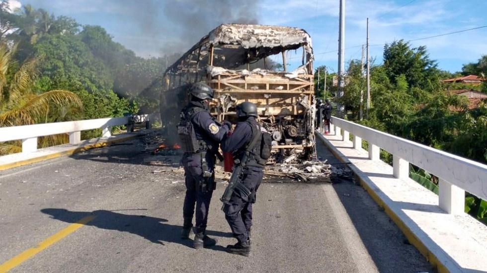 Detienen a tres por bloqueos y quema de autobuses en Guerrero - bloqueos petatlán guerrero