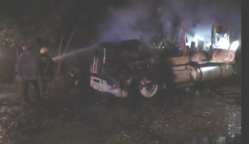 Bomberos sofocan incendio de tráiler. Foto de Noticieros Televisa
