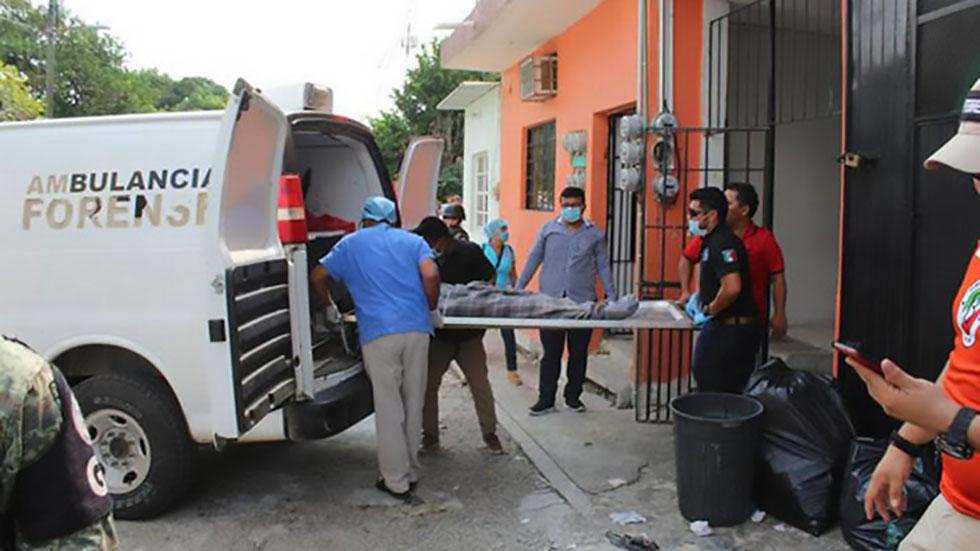Degüellan en Tabasco a pareja de migrantes cubanos - Cadáver de migrante cubano, asesinado en Tenosique. Foto de El Heraldo de Tabasco