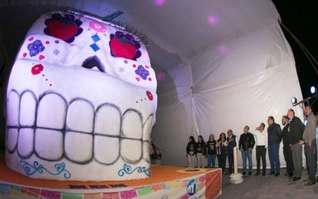 Exhiben en San Juan del Río la calavera de azúcar más grande del mundo - Foto de @AlertaQro