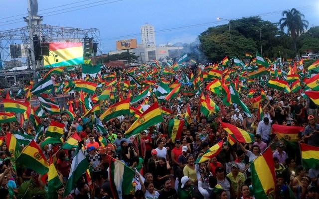 Uruguay califica de 'golpe de Estado' la salida de Evo Morales en Bolivia - Ciudadanos bolivianos celebran la renuncia del presidente de Bolivia, Evo Morales. Foto de EFE