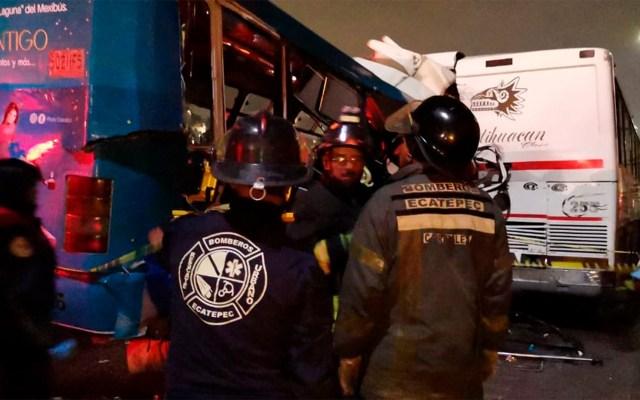 Sube a 11 cifra de muertos por choque de camiones en la México-Pachuca - Chocan autobús y camión de transporte público en el Km. 16 de la México-Pachuca. Hay 11 muertos y 25 heridos. Foto de Protección Civil Edomex.