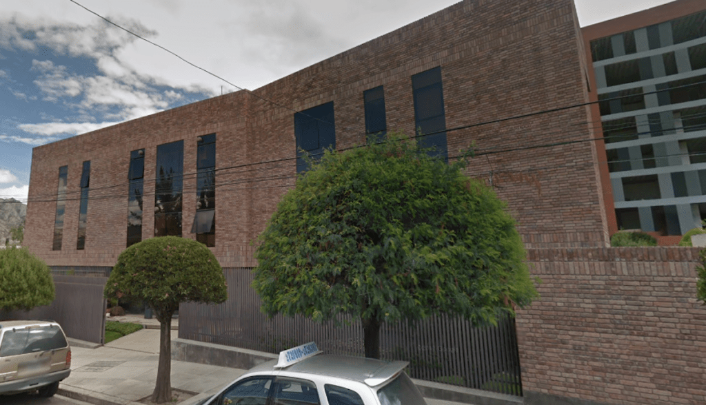 Ebrard pide respeto a embajada en Bolivia - Foto de Google Maps