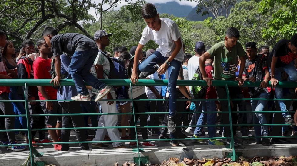 Un muerto y 20 heridos por fallido concierto en Caracas - Una joven murió y al menos 20 personas resultaron heridas en medio del desorden que se generó en un parque del este de Caracas durante concierto. Foto de EFE/RAYNER PEÑA R.