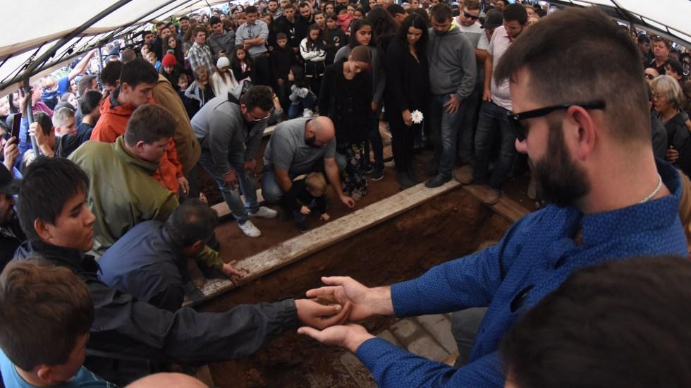 Miembros de la familia LeBarón se reunirán con AMLO en diciembre - Funeral de víctima LeBarón. Foto de EFE