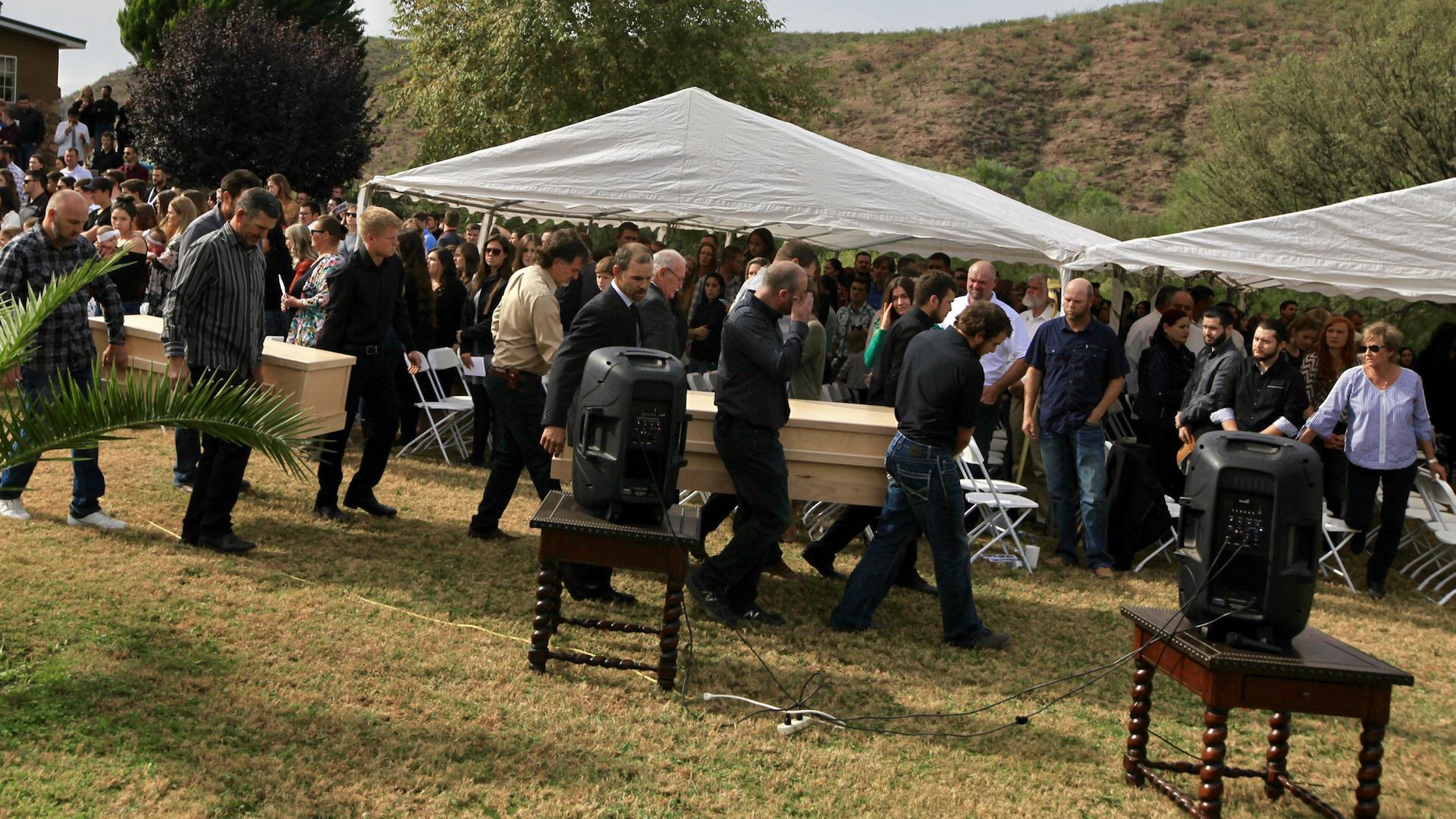 Funeral de las nueve víctimas del ataque contra los miembros de la familia LeBarón en la frontera entre Sonora y Chihuahua. Bavispe. Foto de Notimex-Javier Lira.