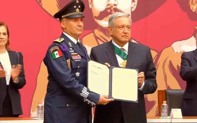 López Obrador condecora a tripulación que trajo a México a Evo Morales - General de ala Miguel Eduardo Velázquez. Captura de pantalla