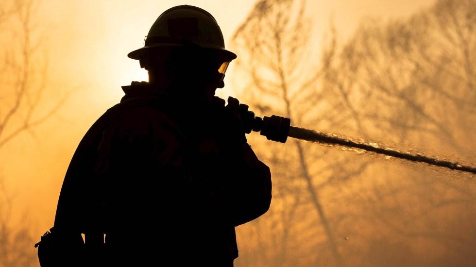 California recuerda a las 85 víctimas de su incendio más mortífero - Incendio California bomberos fuego