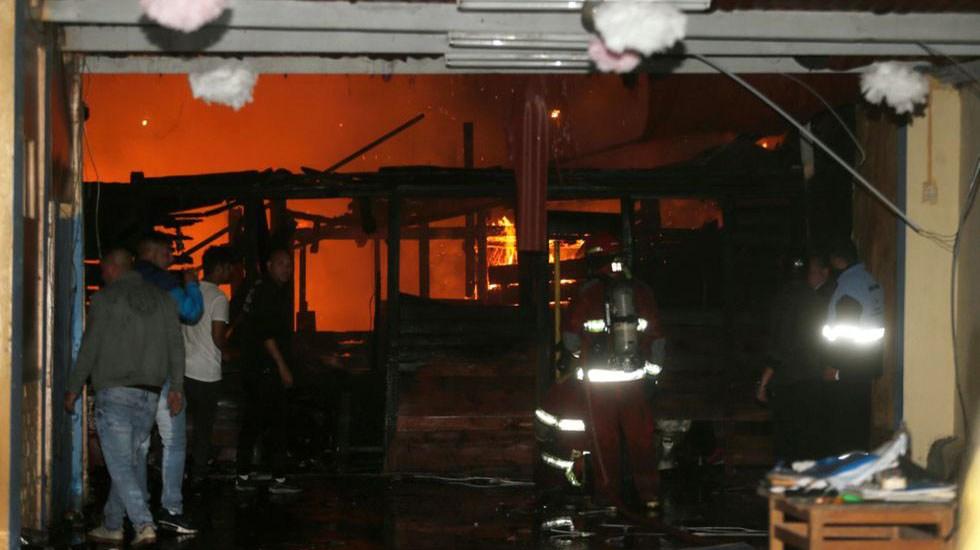 Incendio en viviendas de Perú mata a seis personas - Incendio en casas de Perú. Foto de @TVVnoticias