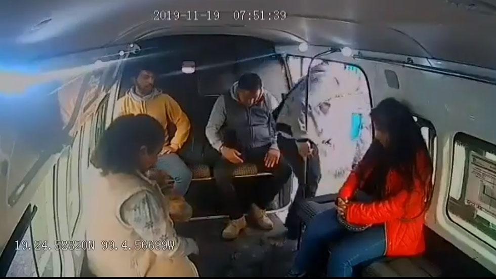 Momento en que delincuente dice a niña 'no chille'. Captura de pantalla