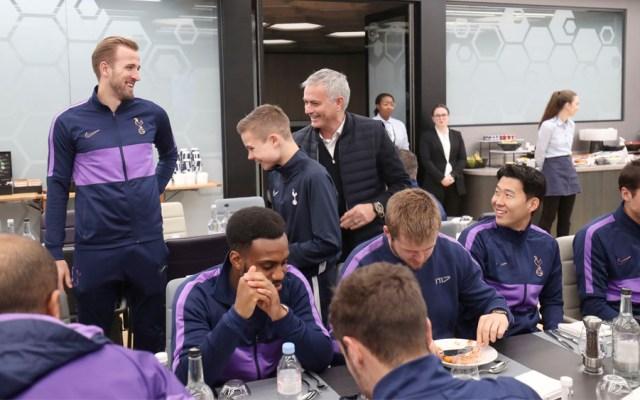 Mourinho invita a recogebalones a comer con jugadores - Mourinho recogepelotas