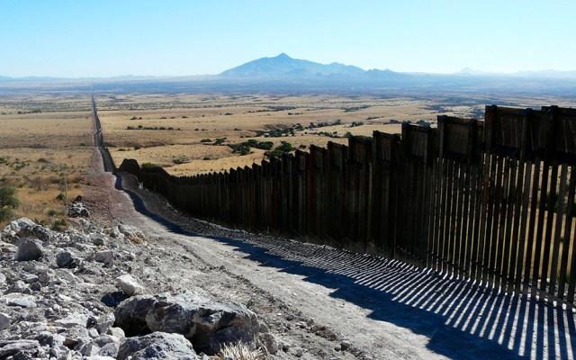 Trump nombra a Jared Kushner como encargado del muro fronterizo, asegura WP - Muro actual entre EE.UU. y México. Foto de Matt Clark / Defenders of Wildlife