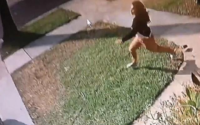 #Video Ladrón arrastra a mujer para robar su auto - ladrón arrastra a mujer