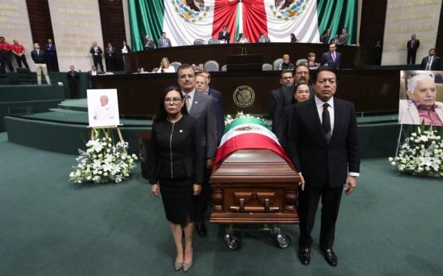 Rinden homenaje de cuerpo presente a diputado en San Lázaro - Foto de Cámara de Diputados